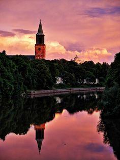 Turku versinkt im märchenhaften Sonnenuntergang, Helsinki, Places To Travel, Places To Visit, Turku Finland, European City Breaks, Beautiful Places, Beautiful Pictures, Alaska, Scandinavian Countries