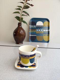 Marimekko servies. Marimekko tableware Oiva / Lamppupampula is a series designed by Sanna Annukka for Finnish label Marimekko. In stores end of 2014. Marimekko winter 144 collection. www.emma-b.nl