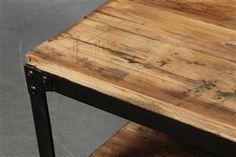 Vara: 4078294Sofabord af genavnendt elmetræ. Industrielt design.