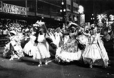 O carnaval paulistano nasceu em meio às festas religiosas, quando após os ofícios de fé, os membros das irmandades juntavam-se em frente à igreja para uma dança animada ao som de tambores. Em 1967 os desfiles das Escolas de Samba de São Paulo foram oficializados e no ano seguinte aconteceu o primeiro desfile oficial na Avenida São João/Anhangabaú. Em 1977, o desfile foi transferido para a Avenida Tiradentes e a partir daí, o carnaval paulistano não parou de crescer e de se profissionalizar.
