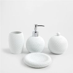 The latest glass, ceramic, metallic or wooden bathroom accessories and towel racks, soap dispensers & dishes or bath mats from the new Zara Home collection. Bathroom Accessories Sets, Bathroom Sets, Romantic Bathrooms, Zara Home Canada, Bathroom Soap Dispenser, Apartment Checklist, Zara Home Collection, Downstairs Toilet, Air B And B