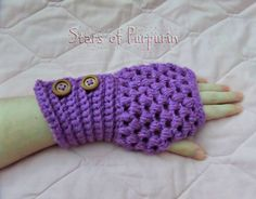 ⛄⛄⛄ Mittens Winterland ⛄⛄⛄ Mittens in color Violet. Covering the wrist and fastens with two wooden buttons. Color Violeta, Fingerless Gloves, Arm Warmers, Mittens, Etsy Seller, Friends, Gifts, Shopping, Hands