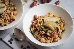 Warme Hirse mit Datteln, Nüssen & Birnen zum Frühstück