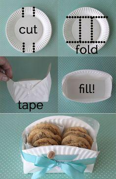 Regalini di Natale! Un porta biscotti fatto a mano con i piattini di carta! Che idea carina!:
