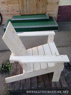 Silla de jardín tipo adirondack hecha con palets por Aleksandar                    Si os ha gustado este silla hecha con palets por favor co... #mueblesrecicladospalets