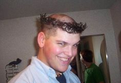 Curious and Funny Pictures from around the world.Inside:funny and curious picture gallery Weird Haircuts, Haircuts For Men, Funny Images, Funny Photos, Haircut Fails, Ugly Hair, Natural Hair Loss Treatment, Crazy Hair Days, Bad Hair