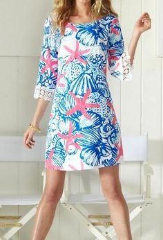 Vestido túnica estampado em tons de azul e rosa
