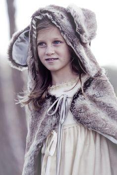 Beautiful little girl                                                                                                                                                                                 Más