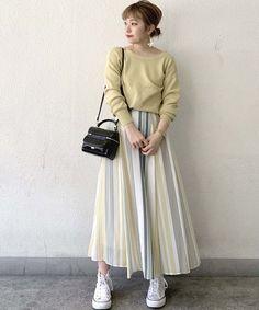 一瞬で爽やか女子になれる♡大人女性におすすめな春ストライプコーデ   folk Japan Fashion Casual, Office Fashion, Fashion News, Girl Fashion, Fashion Outfits, Office Outfits, Knitting Designs, Outfit Sets, Midi Skirt