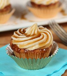 These Jack Daniels Honey Whiskey Cupcakes with a Boozy Drizzle are simply divine.
