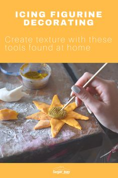 Here are 6 items found at home, which you can use to create texture on icing figurines: Spatulas Paintbrushes of all sizes Straws Toothpicks Tweezers Knives Bay And Bay, Camping Crafts, Straws, Craft Activities, Knives, Icing, Arts And Crafts, Texture, Create