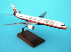 EXECUTIVE SERIES 1/100 DESKTOP MODEL TWA 757-200 NEW LIVERY! MINT! G8010
