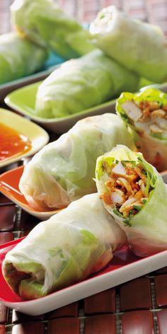 Ein tolles Asia-Rezept für warme Tage: Die köstliche Sommerrollen sind gefüllt mit vielen frischen Zutaten.