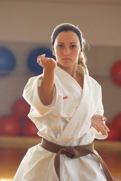 Start Using These Ideas To Assure A Fantastic Experience Female Martial Artists, Martial Arts Women, Dojo, Karate Kata, Martial Arts Techniques, Aikido, Martial Arts Workout, Karate Girl, Female Pictures