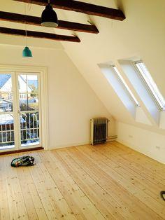 Tomt soveværelse... Gulve er originale planker, afhøvlet, ludbehandlede og efterfølgende lakeret..