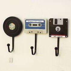 Wandhaken Shabby Chic Deko Tape Record Haken Kreative Kleiderbügel Deko A . Wall Mounted Key Holder, Wall Key Holder, Key Holders, Letter Holder Wall, Record Holder, Retro Home Decor, Diy Home Decor, Decor Crafts, Diy Casa