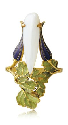 RENÉ LALIQUE - AN ART NOUVEAU PEARL AND ENAMEL RING, CIRCA 1900. Set with a pearl between blue enamel flower bulbs, with green window enamel leaves, mounted in gold, signed Lalique.