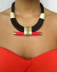 Collier noir doré  collier pour femme  par VChristinaCollection
