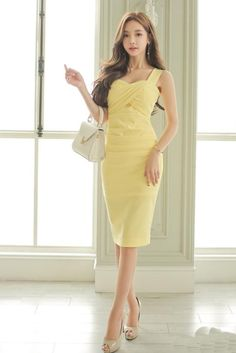 Buy latest fashion dresses for women online, various stylish dresses for your needs, find trendy sexy dresses, casual dresses & more womens dresses with affordable prices. Chic Dress, Classy Dress, Yellow Party Dresses, Corporate Fashion, Wholesale Fashion, Party Fashion, Instagram Fashion, Stylish Outfits, Fashion Dresses
