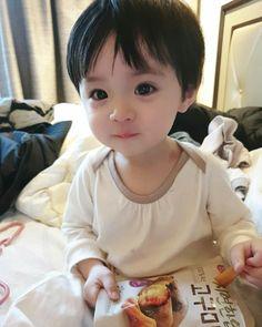 Cute Girl Face, Cute Baby Boy, Cute Little Baby, Little Babies, Cute Kids, Cute Asian Babies, Korean Babies, Asian Kids, Cute Babies
