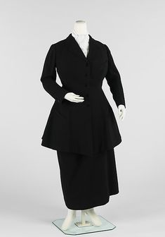 Riding habit: Skirt draped on one side, showing a little ankle. Rounded, split jacket front similar to men's jackets and is also functional, allows for more movement.