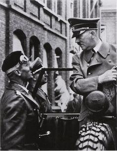 Hitler+with+Karl-Jesko+von+Puttkamer+%26+Heinz+Linge.jpg (724×937)