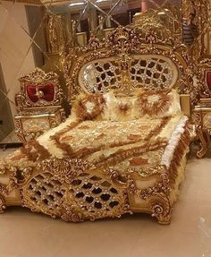 beautiful dream house decor that you dream of Royal Furniture, Luxury Furniture, Bedroom Furniture, Furniture Design, Bedroom Decor, Royal Bedroom, Bedroom Sets, Classic Bedding, Luxurious Bedrooms