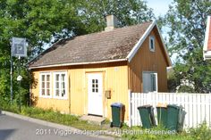 Yes, someone is actually living in this charming little 'Villa Tonsberg' :)