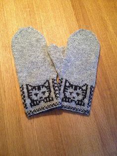 Knitting Patterns Mittens Ravelry: Annika& Mittens with kittens Knitted Mittens Pattern, Knit Mittens, Knitted Gloves, Knitting Socks, Hand Knitting, Loom Knitting, Knitting Charts, Knitting Patterns, Knitting Tutorials