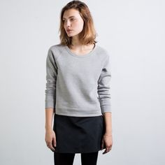 Everlane gray sweatshirt xs Everlane sweatshirt in gray, size xs. Worn only a few times and in great condition. Everlane Sweaters Crew & Scoop Necks
