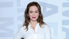 Emily Blunt enters talks to headline Disney's Mary Poppins sequel.