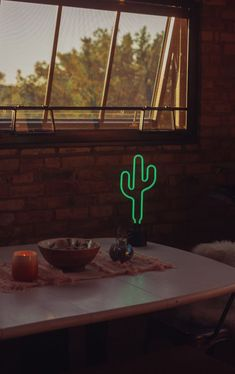 Give your room a southern flair with a retro cactus neon light. Perfect for plant lovers or green thumbs. Room Signs, Wall Signs, Neon Gas, My Cinema Lightbox, Neon Room, Kitchen Shelf Decor, Neon Design, Desk Light, Neon Lighting
