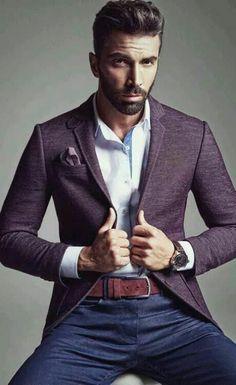 coupe cheveux ado garçon, veste en violette foncé, denim bleu foncé