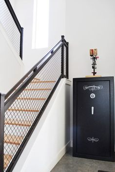 love love that staircase rail...  although don't think I'll ever use that in our home (too cold, both to touch and to see, and probably is too big chunk of an industrial decor)