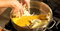 This is how to make a one pan pasta. This seriously looks delicious! Pasta Recipes, Crockpot Recipes, Cooking Recipes, One Pan Pasta, Martha Stewart Recipes, Pasta Dishes, Cooking Time, Kochen, Salads