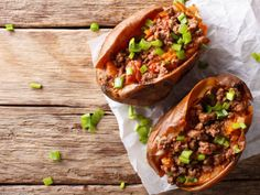 These Sloppy Joe Stuffed Sweet Potatoes are a delicious and healthy alternative to the traditional way of serving it on a hamburger bun. All of the delicious flavors of a sloppy Joe, without all the added carbs and gluten. Healthy Meal Prep, Healthy Eating, Healthy Recipes, Protein Recipes, Keto Meal, Vegetarian Recipes, Healthy Food, Healthy Sloppy Joes, Healthy Sloppy Joe Recipe