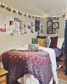 ??plain white duvet and sheets with patterned tapestry/blanket and pillows that tie it in (burgundy in this pic)