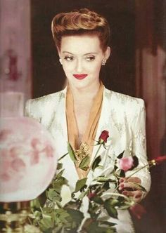 Lost in Hollywood — wehadfacesthen: Bette Davis in Now, Voyager . Hollywood Icons, Old Hollywood Glamour, Golden Age Of Hollywood, Vintage Hollywood, Hollywood Stars, Classic Hollywood, Hollywood Lights, Hollywood Pictures, Divas