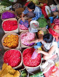 Flower Sellers in Ubud Market | Ubud, Bali, Indonesia | Photo: Zenubud Villa | 2010