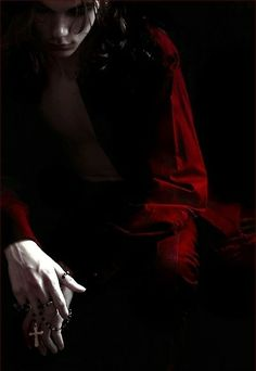 vampire in shadows Dracula, Story Inspiration, Character Inspiration, Noxus League Of Legends, Arte Obscura, Creatures Of The Night, Red Aesthetic, Death Aesthetic, Pablo Picasso