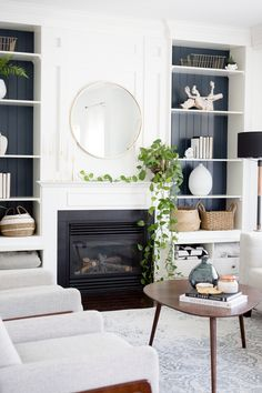 Blue painted shelves in the family room Blau gestrichene Regale im Familienzimmer Fireplace Shelves, Fireplace Built Ins, Home Fireplace, Dining Rooms With Fireplaces, Living Room No Fireplace, Shiplap Fireplace, Faux Shiplap, Family Room Design, Dining Room Design