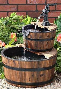 Kerti víz csobogó dézsákból egy jó ötlet a kertbe #kert #kertesház #víz #csobogó #szökőkút #udvar #kút #lakásdekor #artmatrica