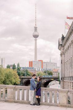 Verlobung in Berlin Mitte mit maritimen Touch und Hochzeitsfotograf Berlin Miriam Kaulbarsch Berlin Mitte, Cn Tower, Building, Travel, Getting To Know, Engagement, Viajes, Buildings, Destinations