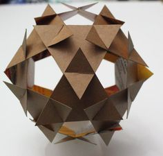scientific scultpure tip if you are having difficulty with pieces popping out - Life ideas Cardboard Sculpture, Cardboard Furniture, Cardboard Crafts, Paper Crafts, Geometric Construction, Paper Structure, Paper Engineering, Creation Deco, Math Art