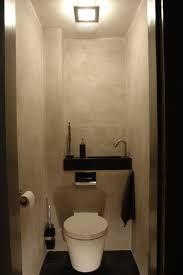 klein wastafeltje boven toilet