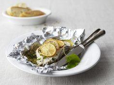 Goldbrasse mit kandierten Zitronen ist ein Rezept mit frischen Zutaten aus der Kategorie Meerwasserfisch. Probieren Sie dieses und weitere Rezepte von EAT SMARTER!