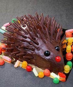 Gaston der Igel - Cuisine: Gâteaux d'anniversaire - - backen - kuchen kindergeburtstag Hedgehog Cake, Hedgehog Birthday, Hedgehog Food, Funny Hedgehog, Beautiful Cakes, Amazing Cakes, Bolo Original, Funny Cake, Cake Shapes