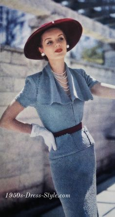 """Style knit top and pencil sheath skirt, """"cog wheel"""" edging along the pockets, collar and sleeves! Vintage Vogue, Vintage Glamour, Moda Vintage, 1950s Fashion Dresses, Fifties Fashion, Retro Fashion, Vintage Fashion, Fashion Outfits, Club Fashion"""