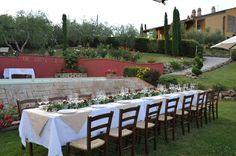 Heiraten in der Toskana, zwischen Olivenhainen und Weinbergen  www.talento-italia.com Exactly Like You, Dreaming Of You, Wedding Reception, Romantic, Table Decorations, Home Decor, Italia, Vine Yard, Tuscany