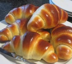 Next Post Previous Post Fast soft breakfast croissants Croissants, Easy Cake Recipes, Meat Recipes, Sweet Bread Meat, Avocado Dessert, Puff Pastry Recipes, Master Chef, Vegan Breakfast Recipes, Breakfast Cooking